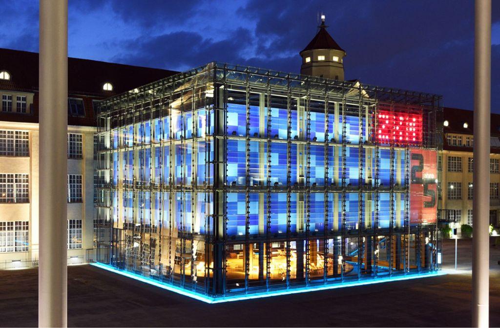 Das ZKM in Karlsruhe genießt einen internationalen Ruf und schafft es auf Platz sechs der wichtigsten Kunstinstitutionen der Welt. Welche Institutionen es sonst noch auf die vorderen Plätze geschafft haben, verrät unsere Bildergalerie. Foto: dpa