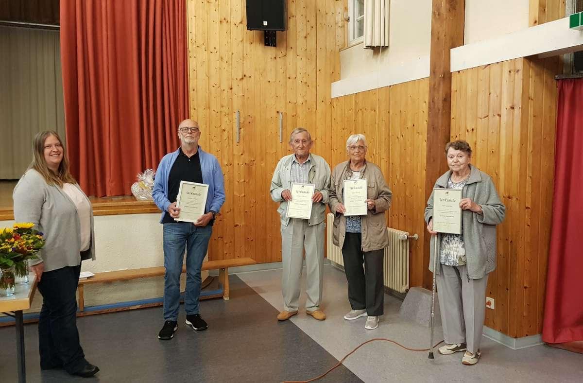 Auszeichnungen für Mitglieder des Sindelfingens Verein. Foto: Verein der Hundefreunde