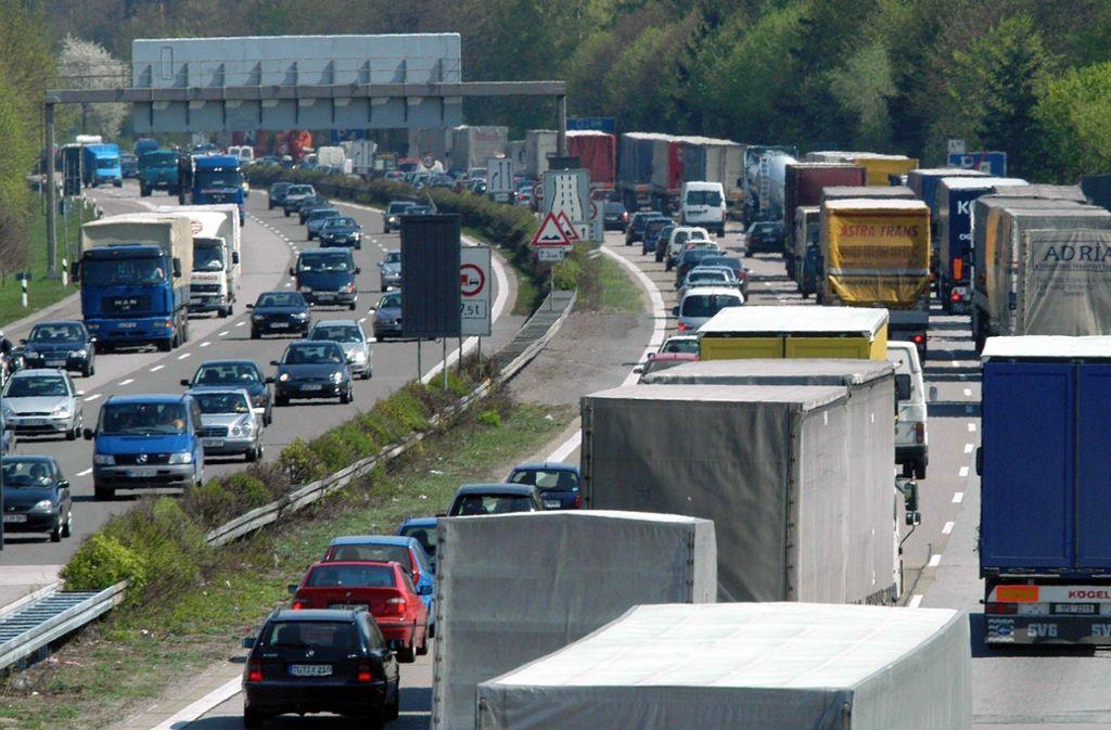 Die Autobahn 6 bei Heilbronn wird gesperrt (Symbolbild). Foto: dpa