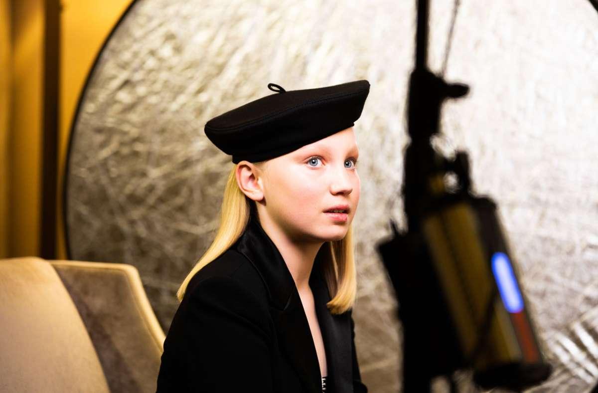 Die zwölfjährige Deutsche Helena Zengel hat in Berlin der Bekanntgabe der Preisträger der Golden Globe Awards 2021 entgegengefiebert. Foto: dpa//Magdalena Höfner