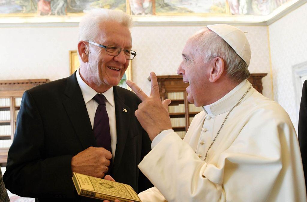 Im September 2016 traf Kretschmann auf Papst Franziskus – er wurde in der Vatikanstadt im Apostolischen Palast zu einer Privataudienz empfangen. Foto: dpa