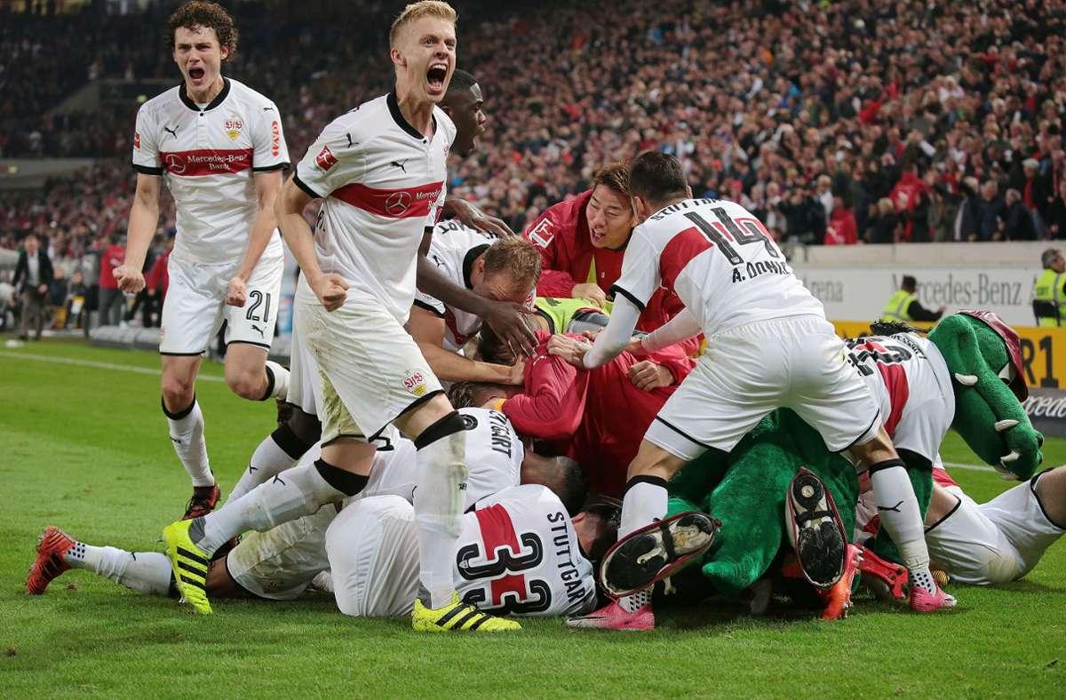 Grenzenloser Jubel bei den Spielern des VfB Stuttgart nach dem späten Siegtreffer gegen den 1. FC Köln. Foto: Pressefoto Baumann/Alexander Keppler