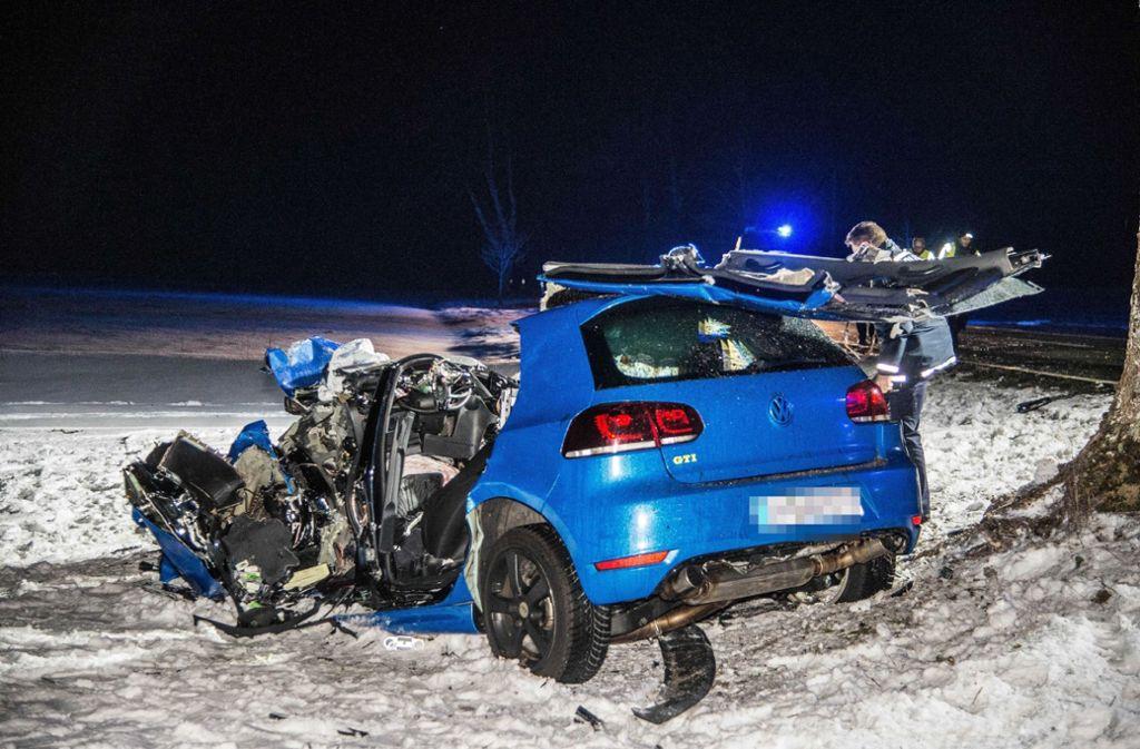 Bei diesem Unfall zwischen Heubach und Bartholomä hatte der Fahrer keine Chance. Foto: SDMG