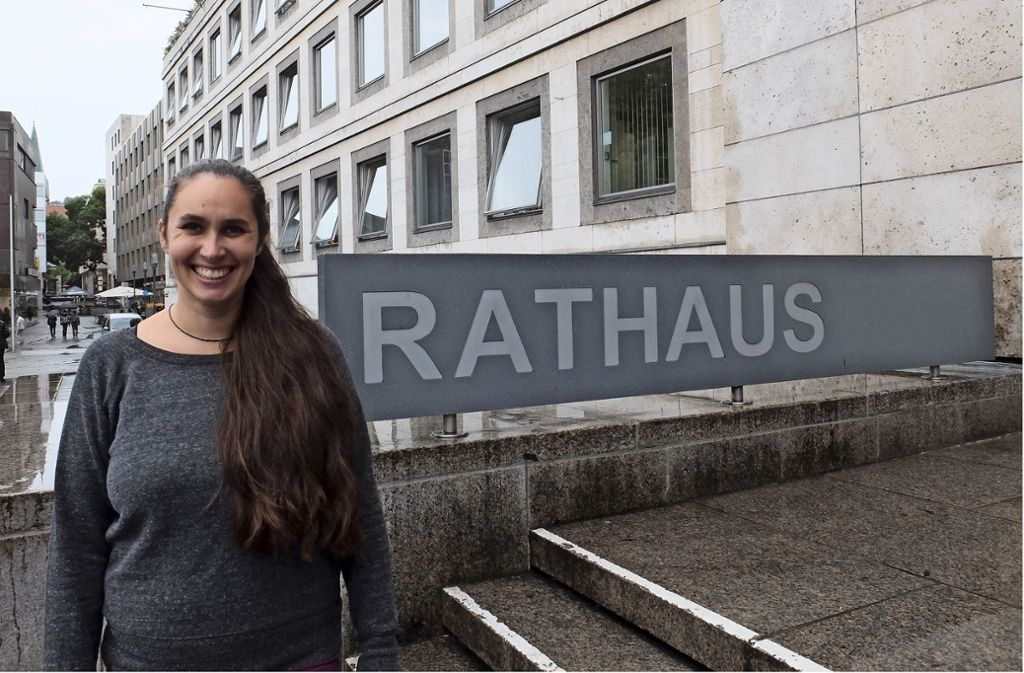 Deborah Köngeter vor dem Rathaus. Foto: Iris Frey