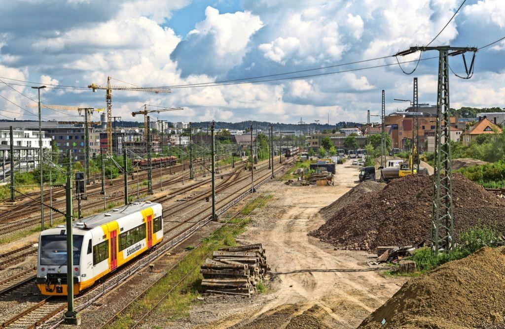 Hinter dem Böblinger Busbahnhof    möchte der  Zweckverband  ein 24000 Quadratmeter  großes Gelände kaufen. Dort soll das neue Betriebsgebäude entstehen. Foto: factum/Weise