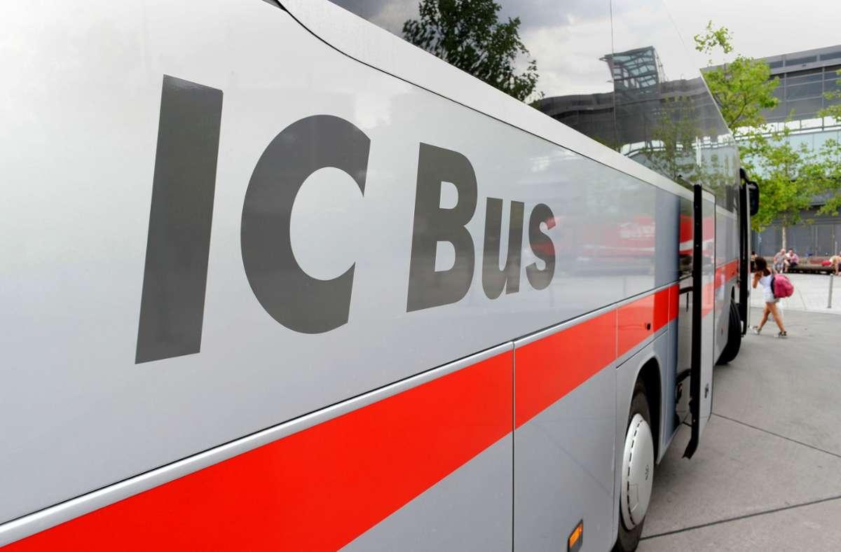 Der IC-Bus der Deutschen Bahn fährt nur noch bis Ende des Jahres. Die Bahn stellt das teuer ausgebaute Fernbusangebot ein. Foto: dpa