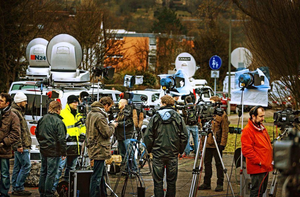 Aus ganz Deutschland und darüber hinaus kamen Journalisten nach Winnenden, um über den Amoklauf zu berichten. Manche seien  ziemlich rücksichtslos vorgegangen, kritisierten Betroffene. Foto: Gottfried Stoppel