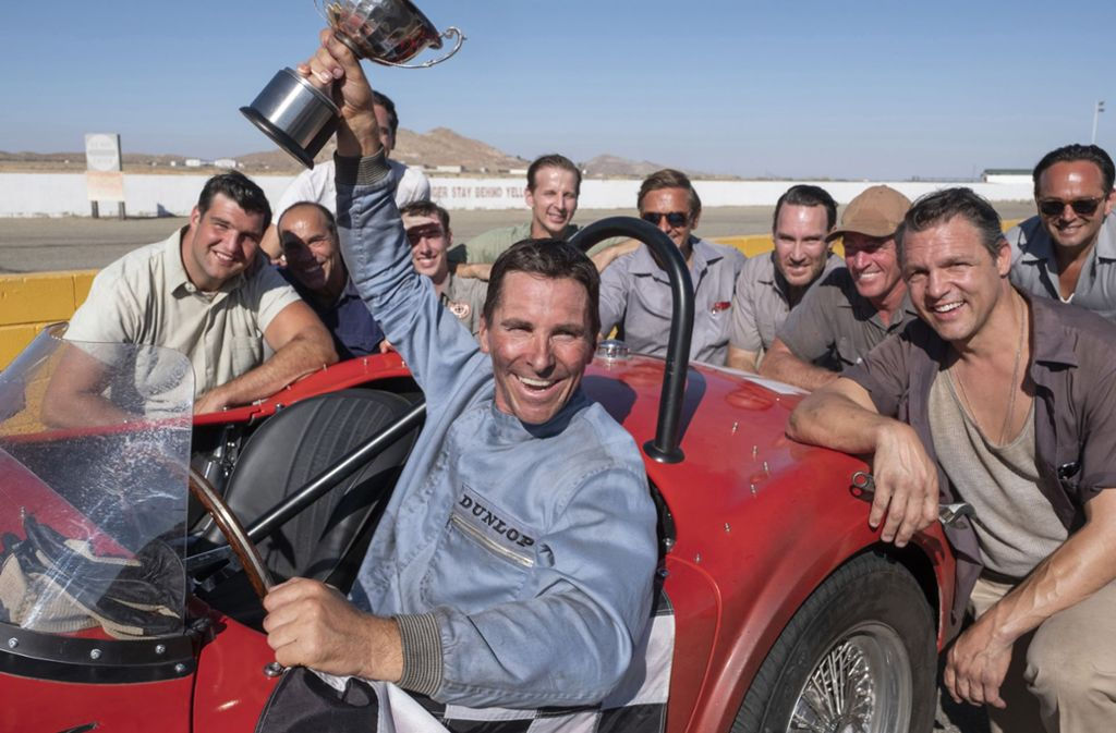 """Christian Bale triumphiert als Rennfahrer Kevin Miles in """"Le Mans 66 – Gegen jede Chance"""" Foto: 20th Century Fox"""
