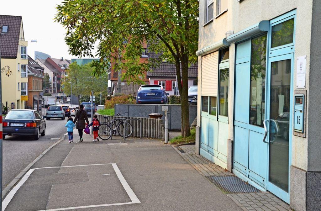 Die Polizei ist über die Klingel immer erreichbar, auch wenn der Polizeiposten an der Robert-Leicht-Straße nicht den ganzen  Tag besetzt ist. Foto: Sandra Hintermayr