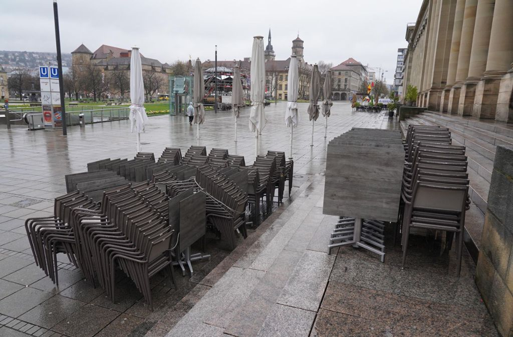 Der Stuttgarter Schlossplatz ist in Corona-Zeiten ziemlich menschenleer. Mehr Außengastro könnte das ändern. Foto: Andreas Rosar//Fotoagentur-Stuttg