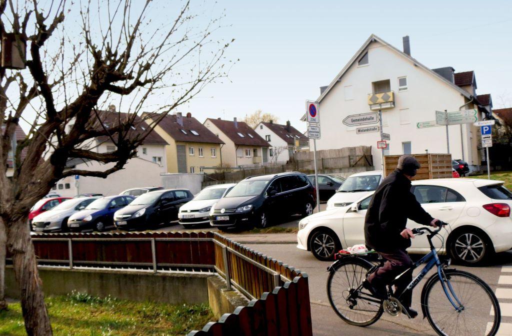An der Ecke Heuß-/Wielandstraße entstehen auf dem Parkplatz zwei Häuser. Foto: Häusser