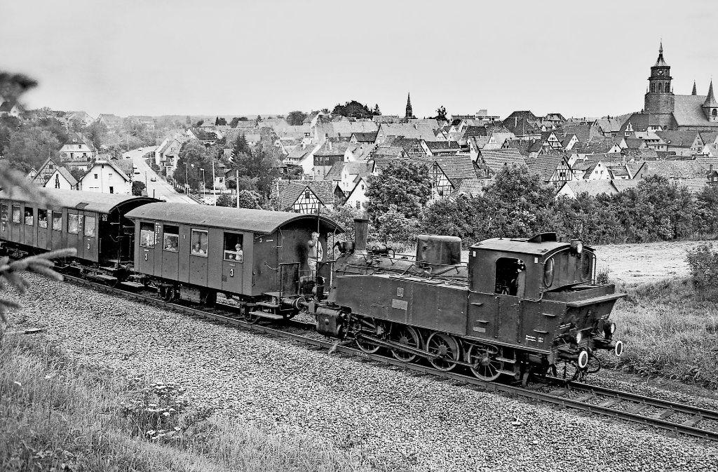 Wo einst – wie hier in den 70er Jahren – die Schwarzwaldbahn  fuhr, befindet sich heute die Südumfahrung. Daher muss Weil der Stadt hier Foto: Burkhard Wollny