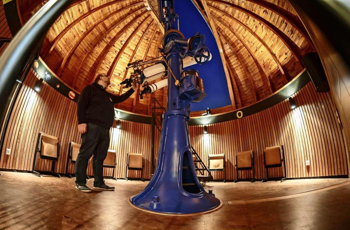 Auf das altehrwürdige Zeiss-Teleskop in der Stuttgarter Sternwarte ist Andreas Eberle besonders stolz. Foto: Lichtgut/Julian Rettig