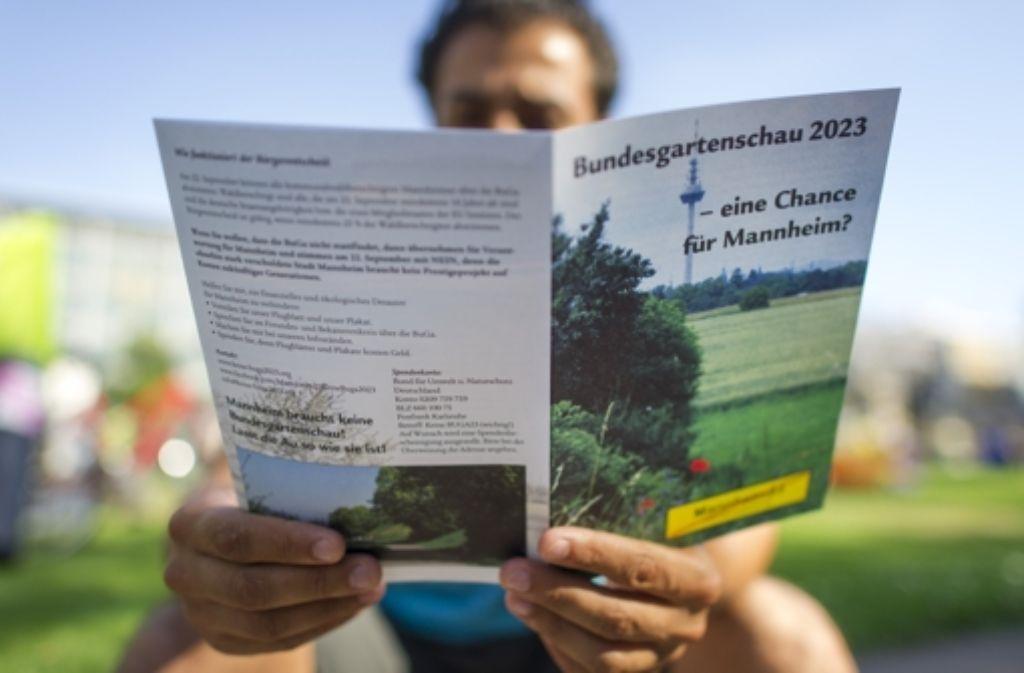 """Eine Broschüre der Bürgerinitiative """"Mannheim 23 - Keine Buga"""". Foto: dpa"""