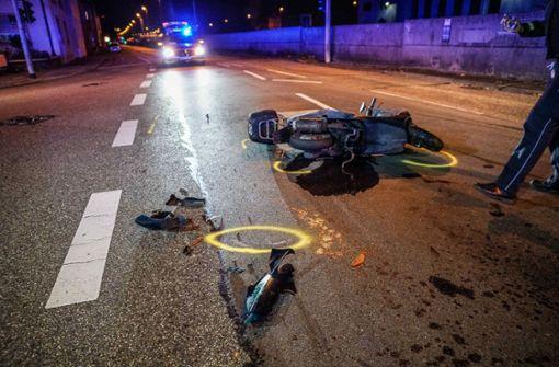 Taxi-Fahrer übersieht Roller – zwei Verletzte