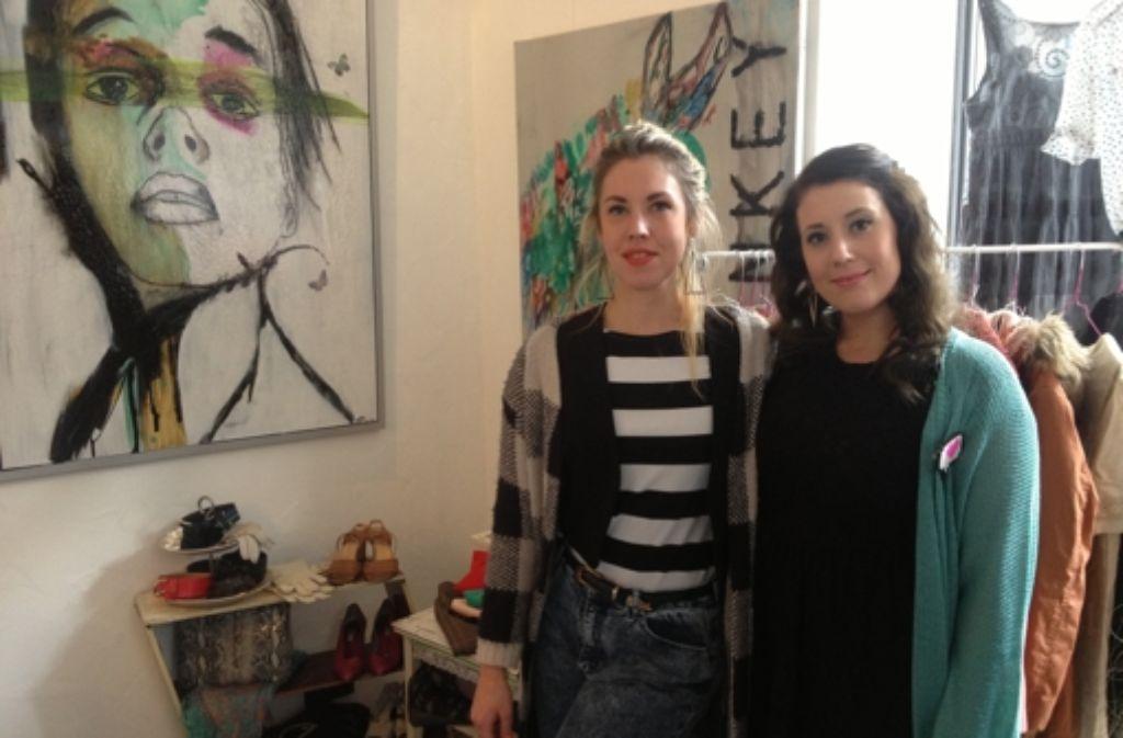 Anna Ruza (links) und Tina von Bloh haben den Markt organisiert. Foto: Ina Schäfer