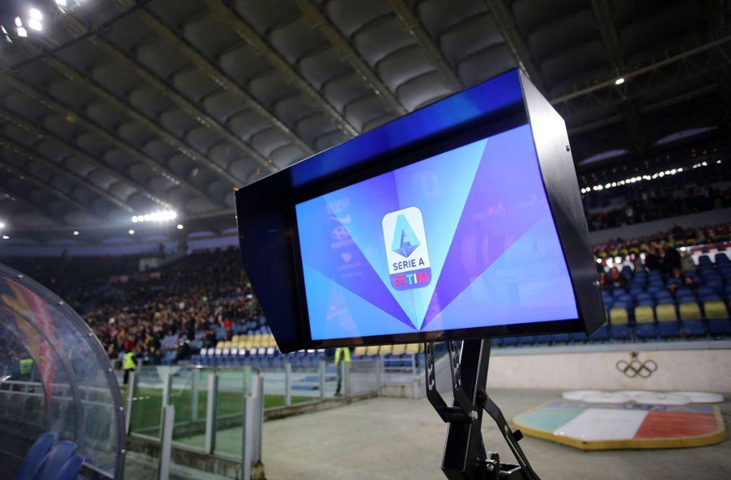 Wird der Videobeweis in Italien modifiziert? Foto: imago images/Marco Iacobucci