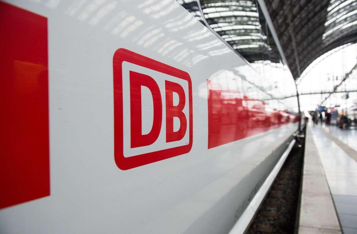 Die Bahn einigte sich mit der Gewerkschaft auf einen neuen Tarifvertrag. Foto: dpa/Silas Stein