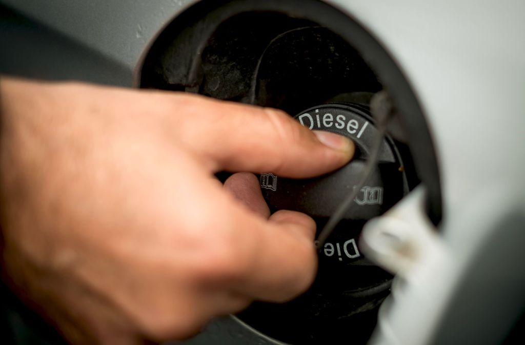 Ältere Dieselfahrzeuge unter Euro 5  steht vom 1. Januar an in Stuttgart ganz besonders im Fokus. Erste  Schilder für das Fahrverbot stehen bereits. Foto: Lichtgut/Max Kovalenko