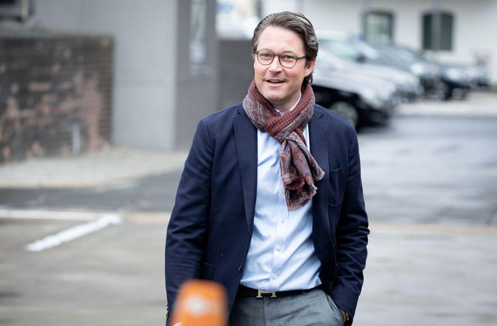 Andreas Scheuer verteidigt die neue Fahrradhelm-Kampagne. Foto: dpa