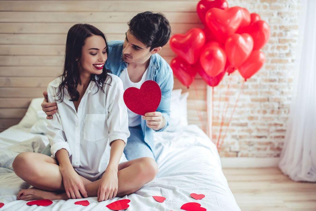 Warum feiern wir Valentinstag? Foto: 4 PM production/ Shutterstock
