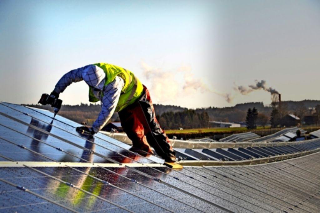 """""""Nachhaltige Stadt"""" mit EnBW-Unterstützung: ein großer Solarpark ist in  Leutkirch im Allgäu schon im Betrieb, ein zweiter befindet sich im Bau Foto: dpa"""