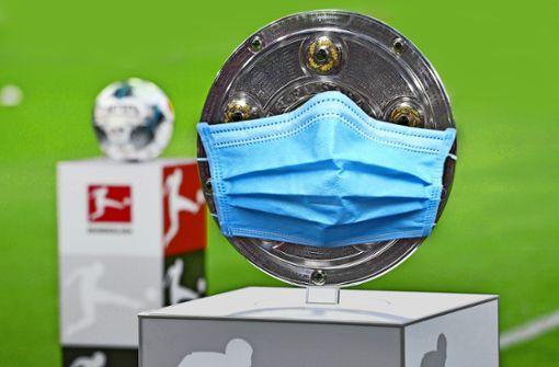 Bundesliga-Fußball  unter der Käseglocke