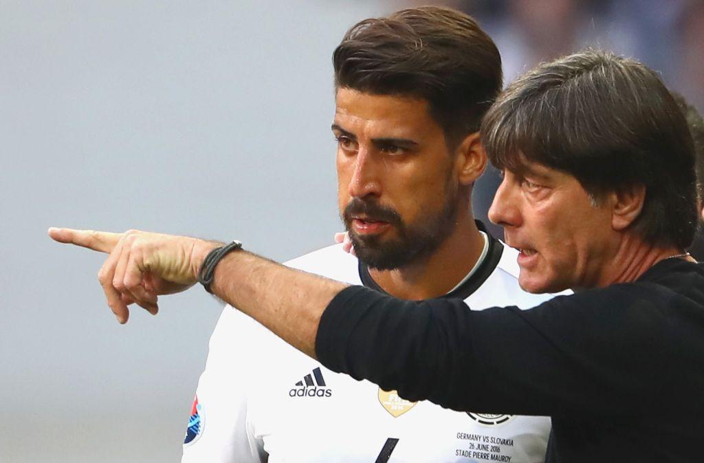 Joachim Löw und Sami Khedira: Beide haben eine VfB-Vergangenheit. (Archivbild) Foto: Getty Images Europe