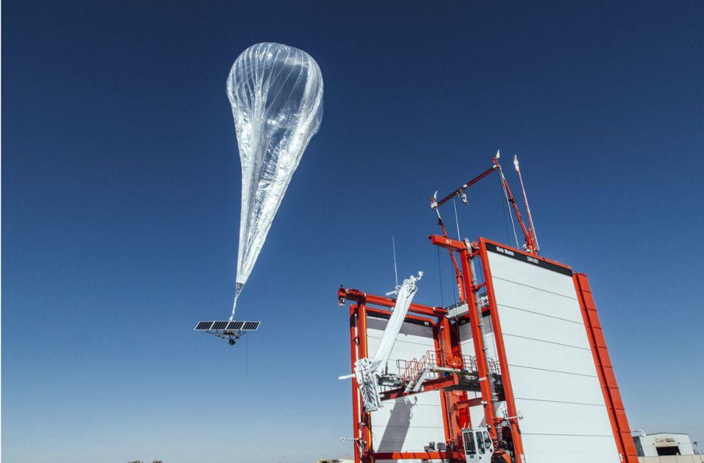 Die Google-Mutter Alphabet will mit Ballons mit Antennen zur Internet-Versorgung und Lieferdrohnen ein Geschäft machen. Foto: Project Loon/AP