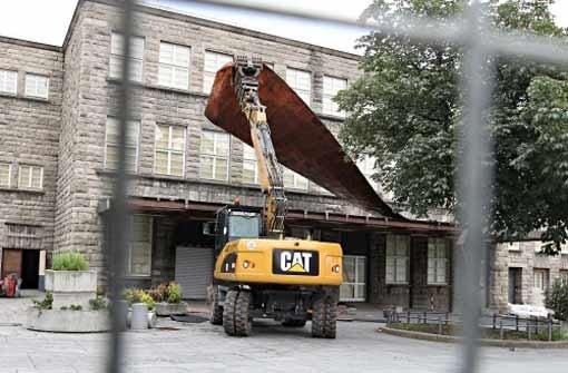 Gegner behindern Baufahrzeuge