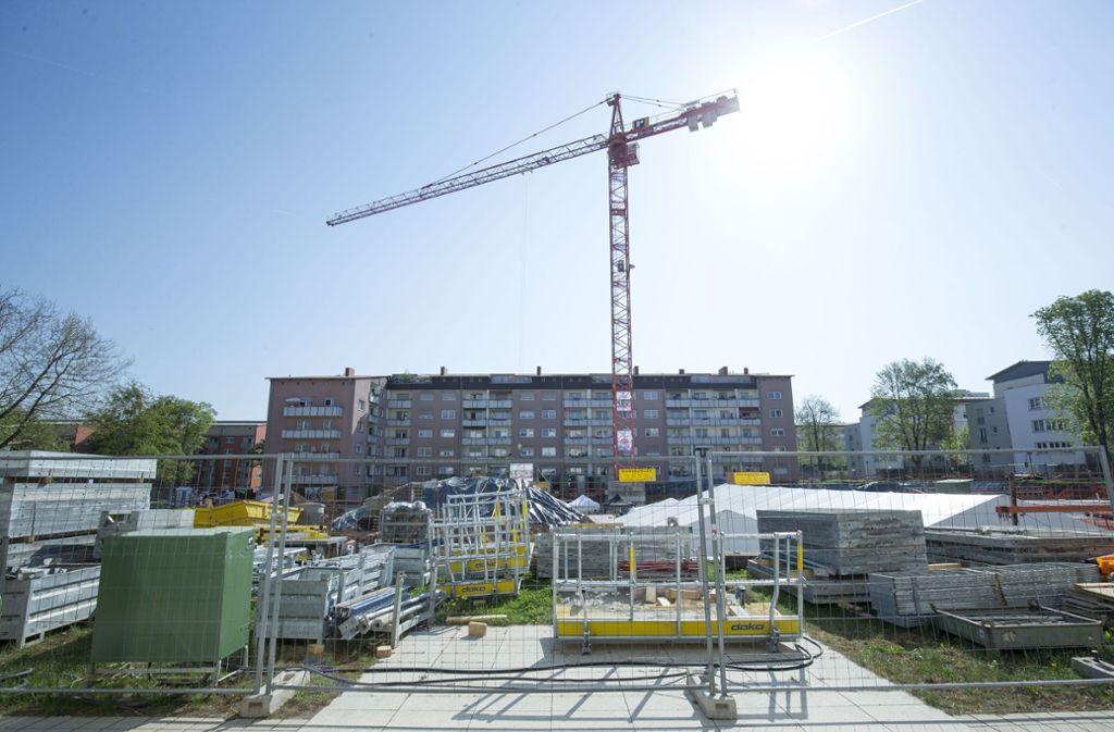 Der Neubau günstigen Wohnraums – wie hier bei der Grundsteinlegung in Stuttgart-Giebel – hinkt weiter hinter dem Bedarf her. Foto: Lichtgut/Leif Piechowski