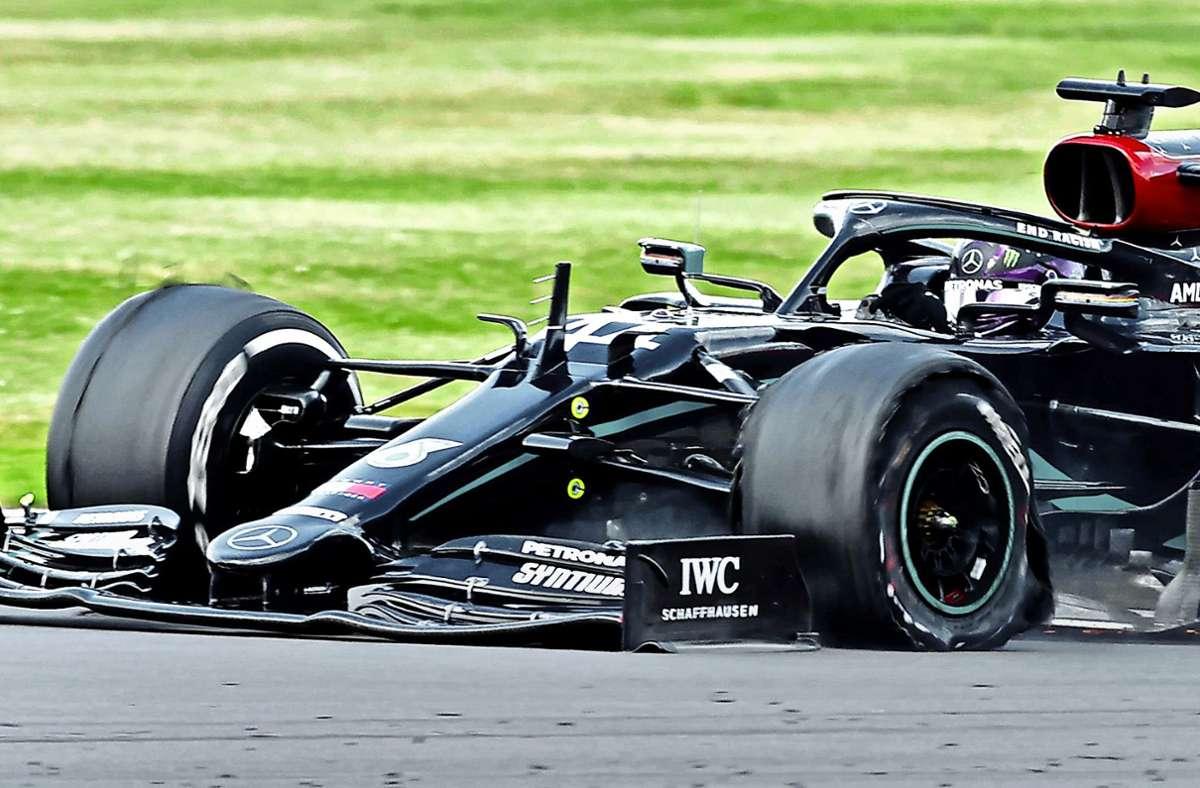 Vergangenen Sonntag platzte der Reifen von Lewis Hamiltons Silberpfeil in der letzten Runde – das soll an diesem Wochenende nicht mehr passieren. Foto: AFP/ANDREW BOYERS