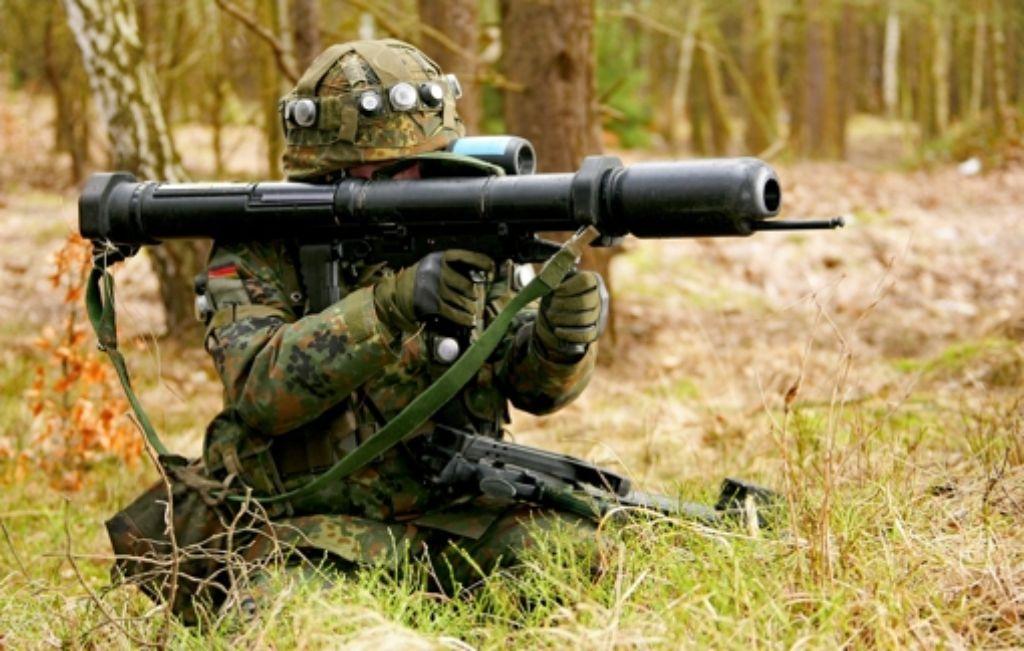 Ein Bundeswehrsoldat   mit einer Panzerfaust. 200 dieser Waffen sollen in den Nordirak geschickt werden. Foto: Bundewehr