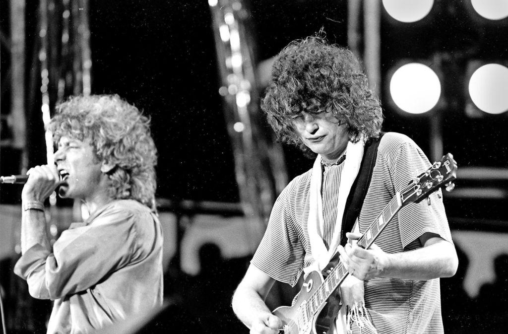 """Robert Plant (li.) und Jimmy Page von Led Zeppelin: Auch ihre Konzerte sind bei """"Wolfgang's"""" zu finden. Foto: dpa"""