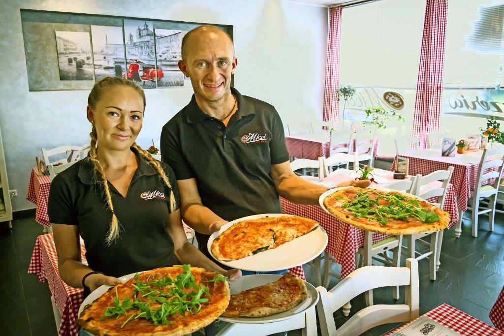 Slavica Markovic und Dragan Miletic servieren neapolitanische Pizza. Foto: Lg/Kovalenko