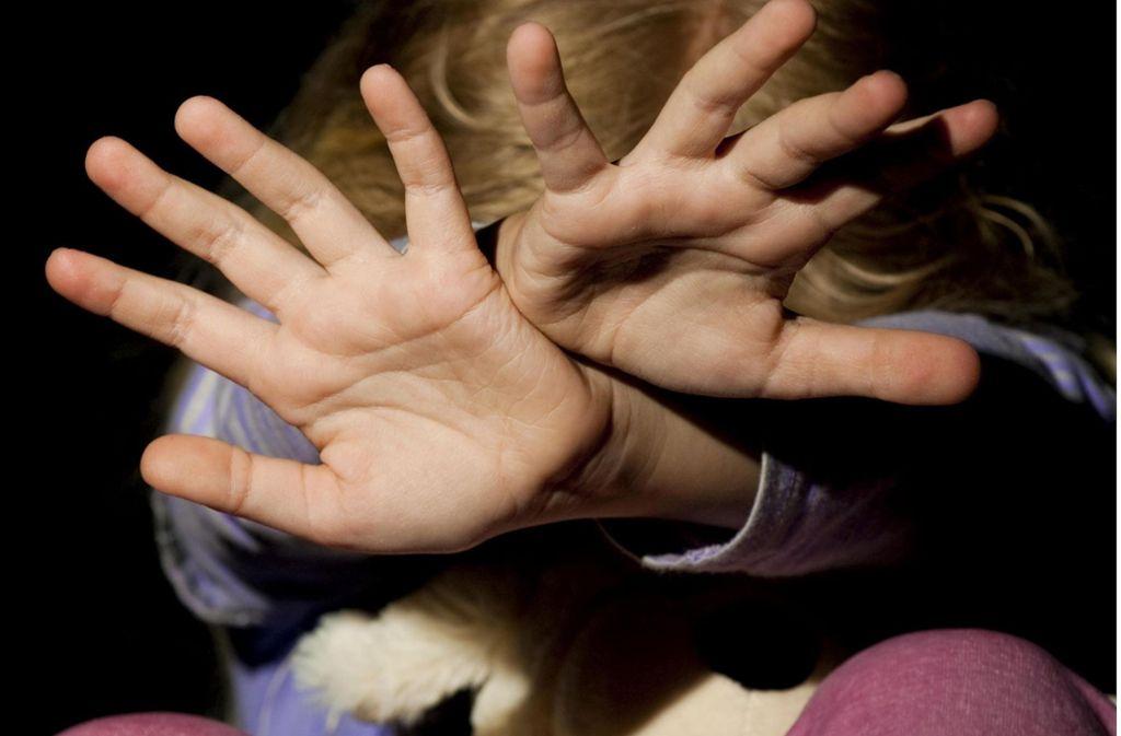 Der Mann soll zwei Kinder sexuell missbraucht haben. Foto: www.mauritius-images.com