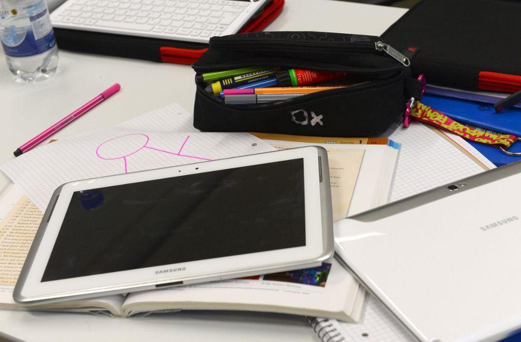 Der Ruf nach mehr Digitalisierung im Unterricht wird lauter, doch es fehlen die Lehrer. Foto: dpa