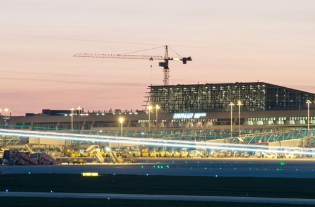 Die Passagiere sind am Flughafen Stuttgart gestrandet. Foto: dpa