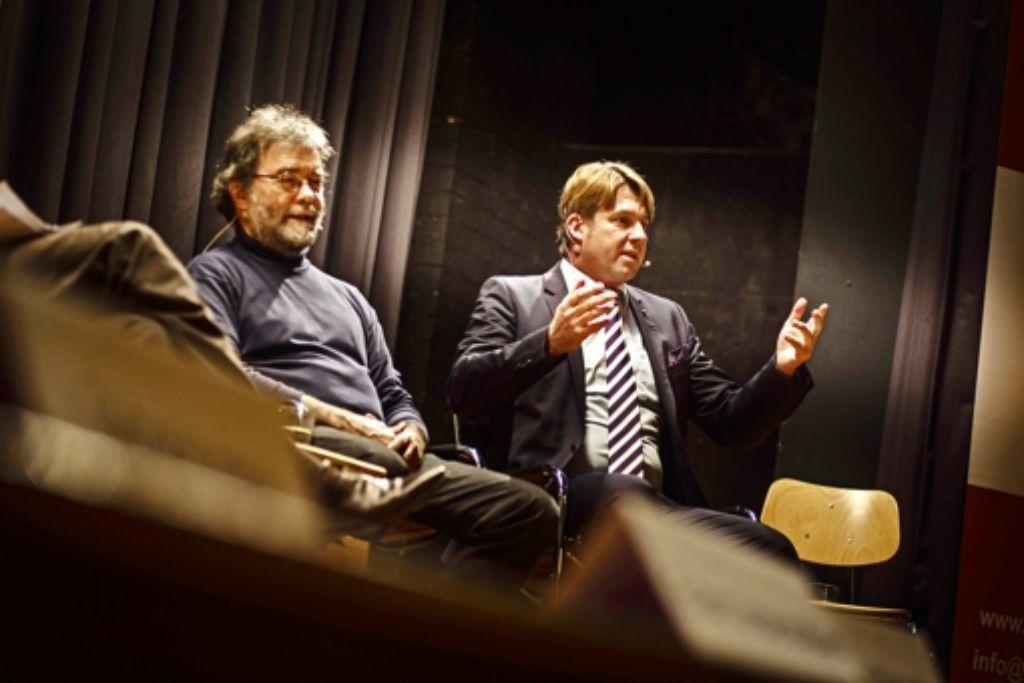 Keine Spur mehr von Lockerheit:  als  AfD-Kandidat steht Bernd Klingler  (rechts)  mächtig unter Druck. Foto: Lichtgut/Leif Piechowski