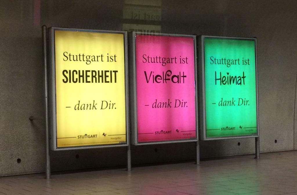 Diese Plakate der Stadt Stuttgart leuchten jetzt in den Stadtbahn-Stationen. Foto: Grünewald
