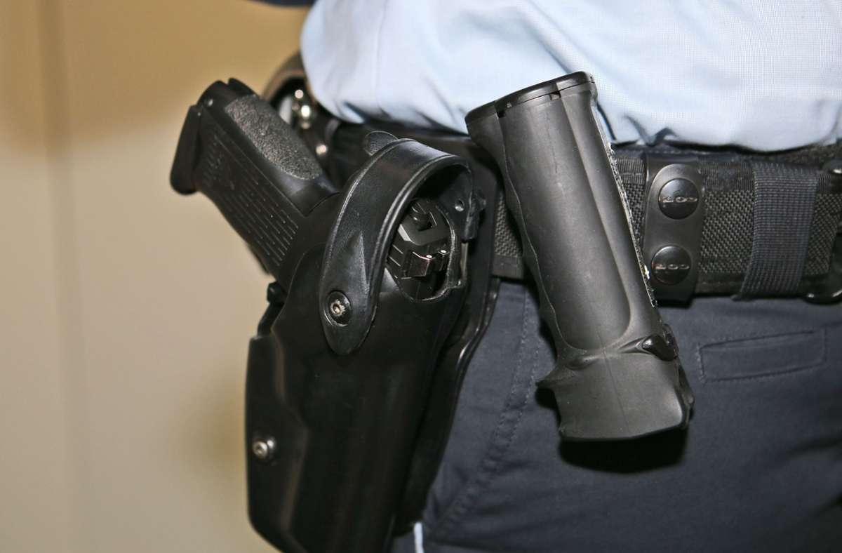 Mit Pfefferspray ist nicht nur die Polizei ausgerüstet, sondern auch Privatpersonen. Unsachgemäßer Gebrauch kann aber als Körperverletzung geahndet werden. Foto: Eibner-Pressefoto/Eky Eibner