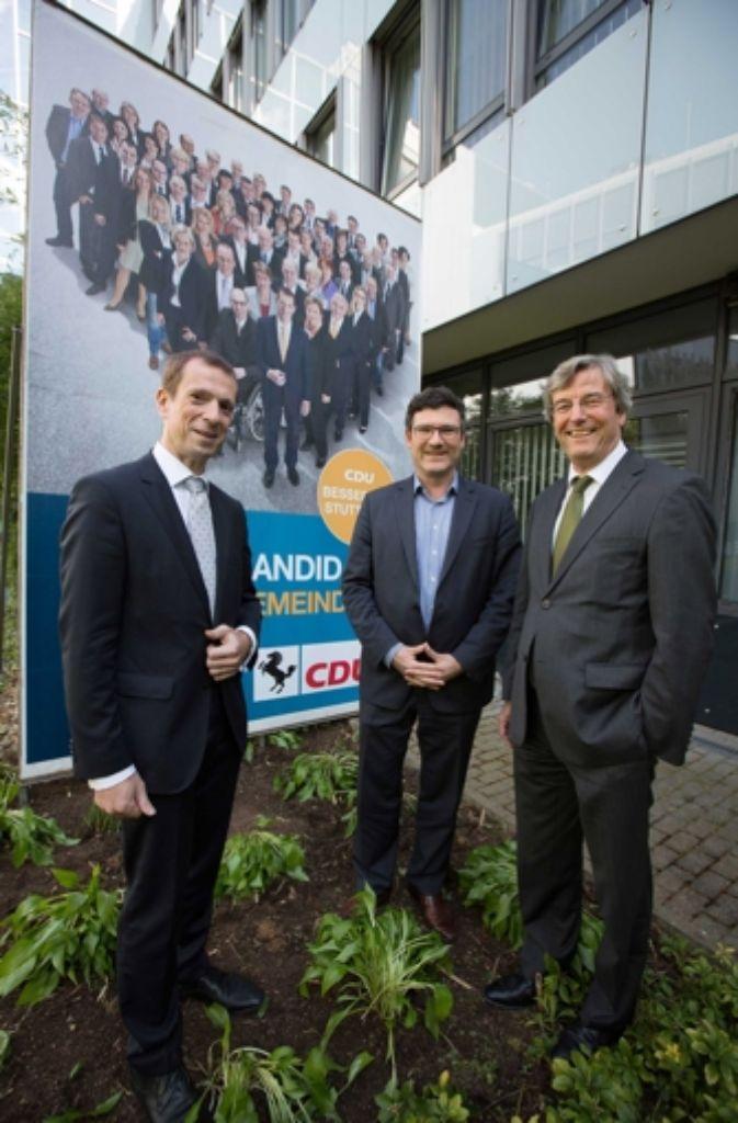 Grund zur Freude für Alexander Kotz (von links),  Stefan Kaufmann und Thomas Bopp: die CDU kommt auf 28,3 Prozent und holt sich zwei zusätzliche Sitze im Gemeinderat. Insgesamt kommt die Partei nun auf 17 Sitze. Foto: Michael Steinert