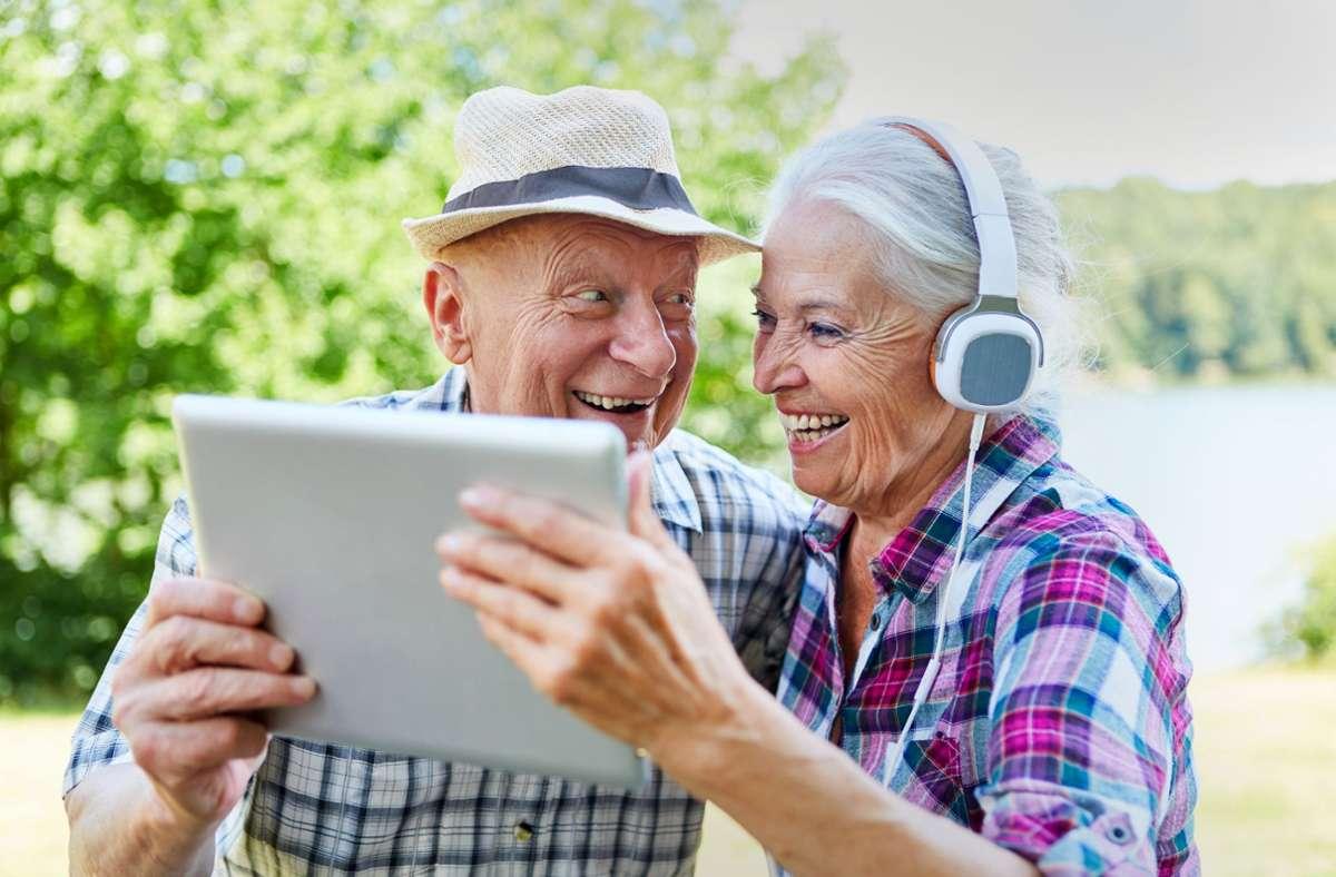 Manche Senioren kennen sich besser aus als andere. Foto: stock.adobe.com/Robert Kneschke