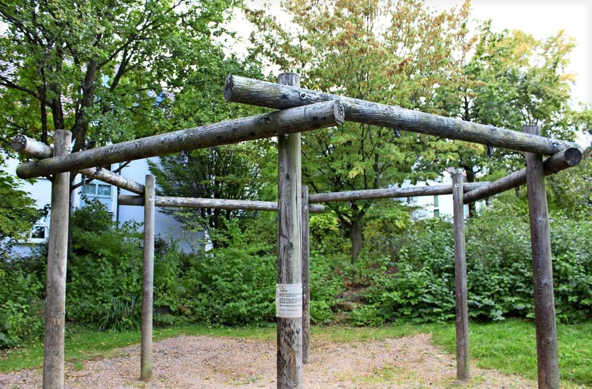 Die Schaukel auf diesem Spielplatz in Riedenberg ist seit April gesperrt. Foto: /Caroline Holowiecki