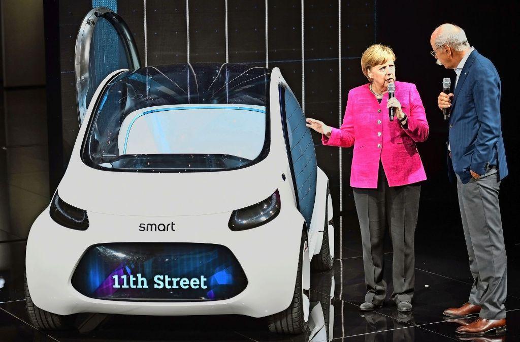 Unterhalten sich über die Zukunftsvision eines Smart, der als fahrerloses Foto: Getty
