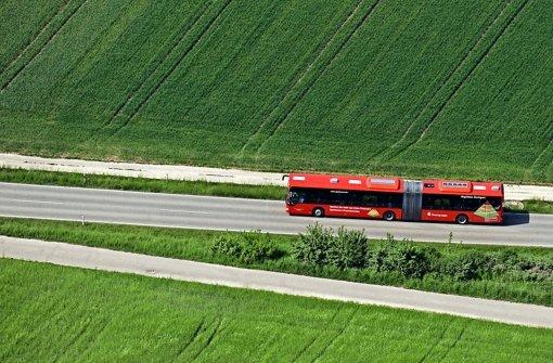 Verkehrsminister Hermann hat große Pläne: Regiobusse sollen künftig   Mittelzentren untereinander sowie Oberzentren  und Flughafen besser anbinden. Foto: Kuhnle