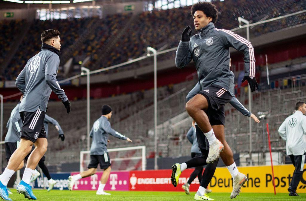 Serge Gnabry  trainiert mit der Nationalmannschaft, die sich in Düsseldorf auf das EM-Qualifikationsspiel gegen Weißrussland vorbereitet. Foto: dpa/Marius Becker