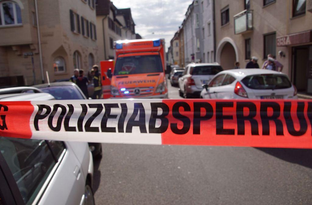 Der Mercedes schoss rückwärts aus dem Grundstück in Stuttgart-Degerloch  – und verletzte eine 74-Jährige tödlich. Foto: SDMG