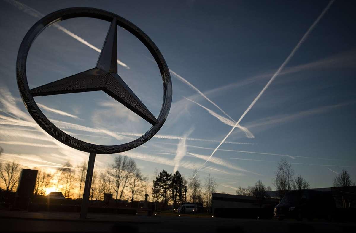 Auch Mitarbeiter des Mercedes-Werks in Sindelfingen sind von Kurzarbeit betroffen. (Archivbild) Foto: dpa/Sebastian Gollnow