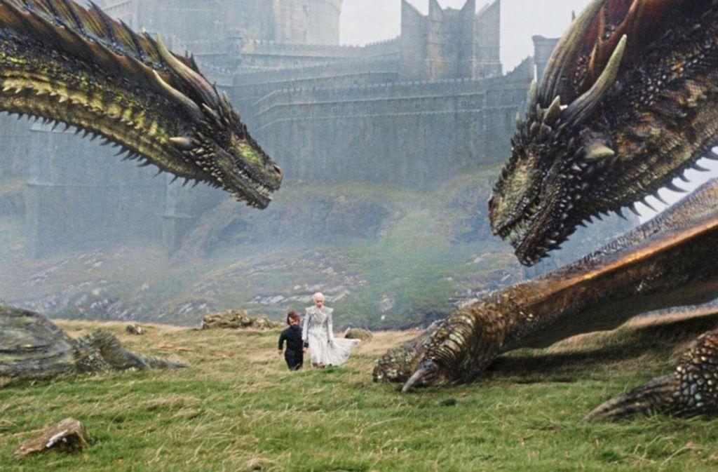 """Platz 5 – Game Of Thrones (Staffel 8) Zugegeben, den Abschluss der """"Game of Thrones""""-Saga hätte man auch kürzer fassen können. Doch wenn man den Zuschauer schon nicht darüber hinwegtrösten kann, dass die Fantasy-Saga nach acht Jahren zu Ende gegangen ist, dann sollte es wenigstens ein denkwürdiger Abschluss sein. Und das war er: Unzählige Tote, Verrat, Zombies und Drachen. Valar Morghulis. Sky (erg) Foto: Sky"""